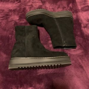 Worn a few time women's booties Made in Italy sz 9